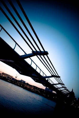 Millenium Bridge (5) - Photochallenge212 Repetition